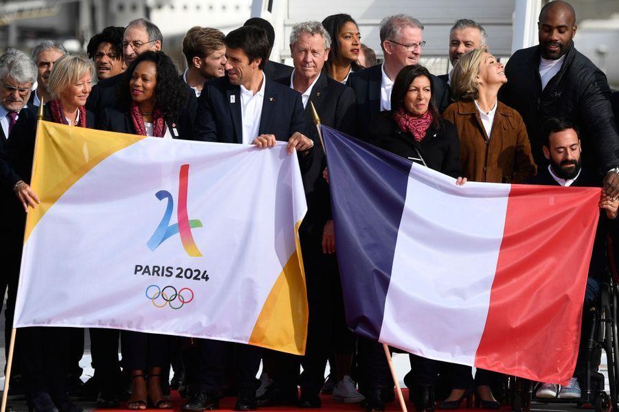 La délégation de Paris-2024 accueillie en grandes pompesà Roissy.