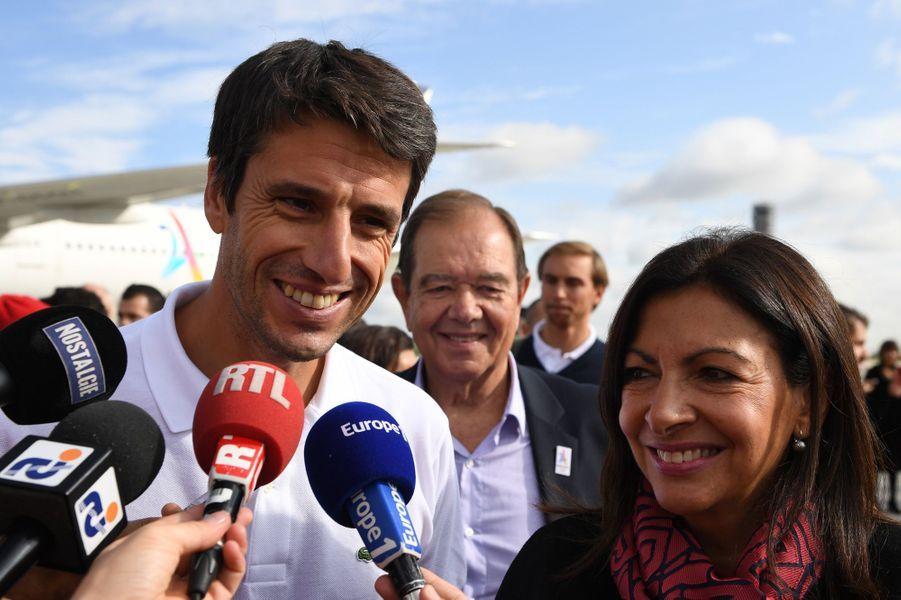La maire de Paris Anne Hidalgo et le triple champion olympique de canoë, Tony Estanguet, coprésident du comité de candidature.