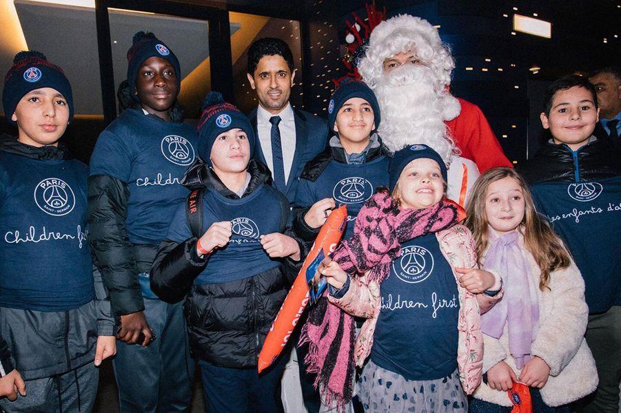 Le président etles joueurs du PSG célèbrent Noël avec les enfants de la Fondation PSG.
