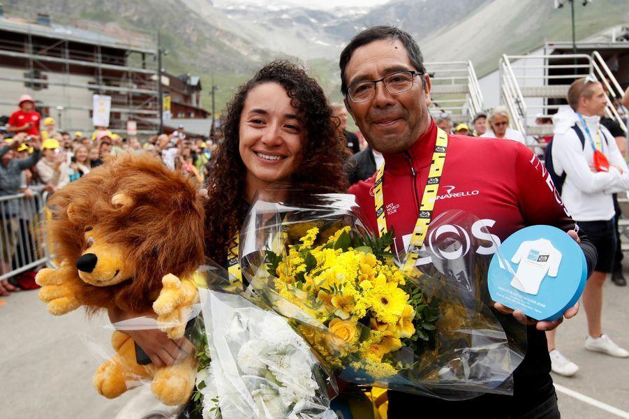 La fiancée d'Egan Bernal et le père du champion colombien sont aux anges