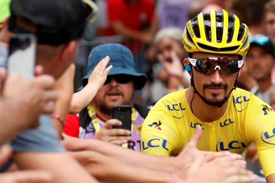 Au départ de l'étape, Julian Alaphilippe en jaune