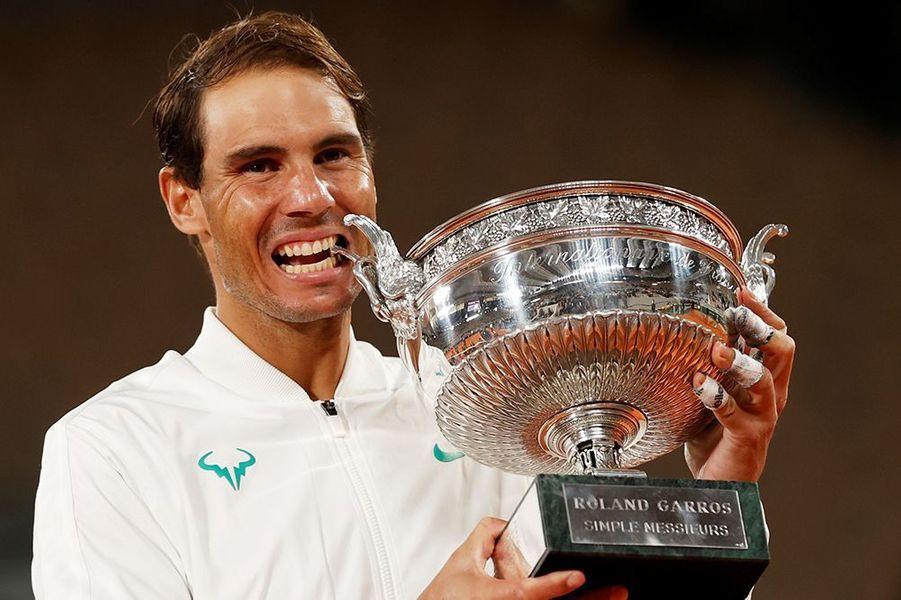 Rafael Nadal remporte son treizième tournoi de Roland-Garros le 11 octobre 2020.