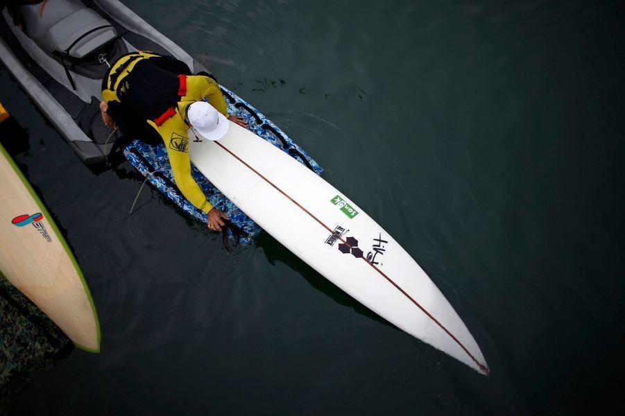 L'homme qui surfe la plus haute vague du monde