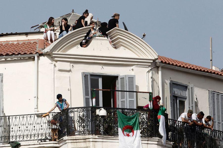 L'incroyable accueil à Alger des footballeurs algériens
