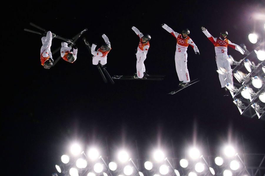Guangpu Qi en ski acrobatique