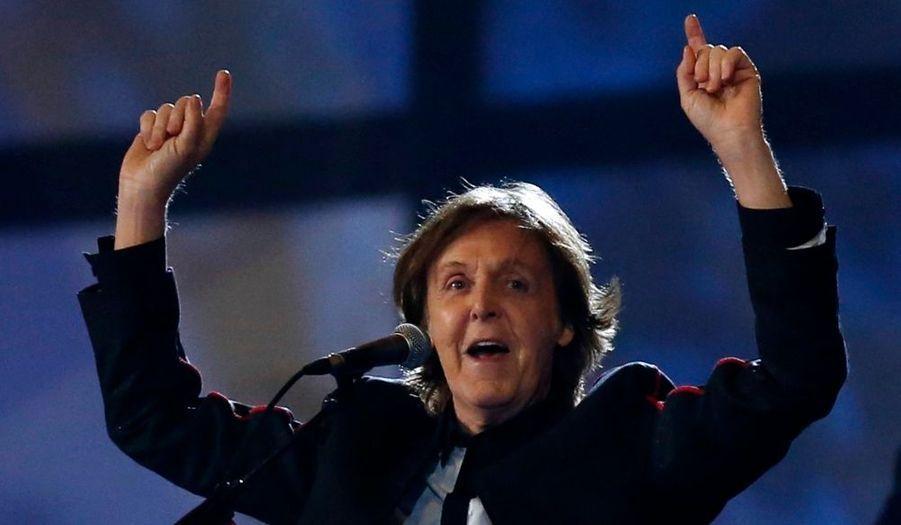 Paul McCartney a fini en chanson cette très belle cérémonie d'ouverture.