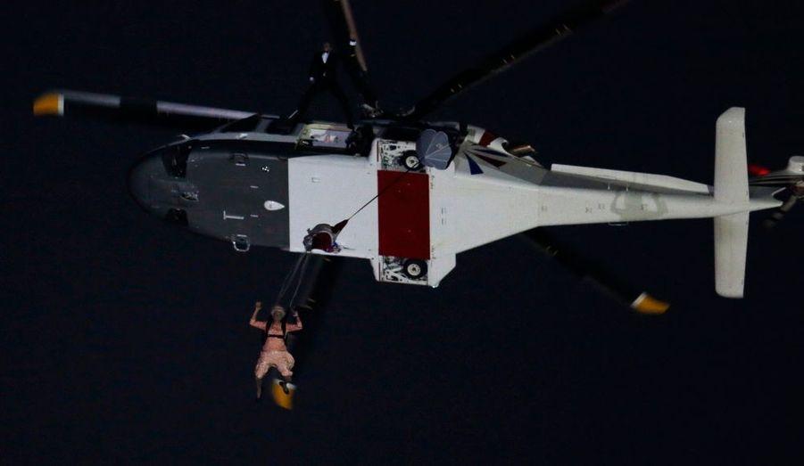 Daniel Craig - James Bond pour les intimes - a convoyé en hélicoptère une hôte de marque...