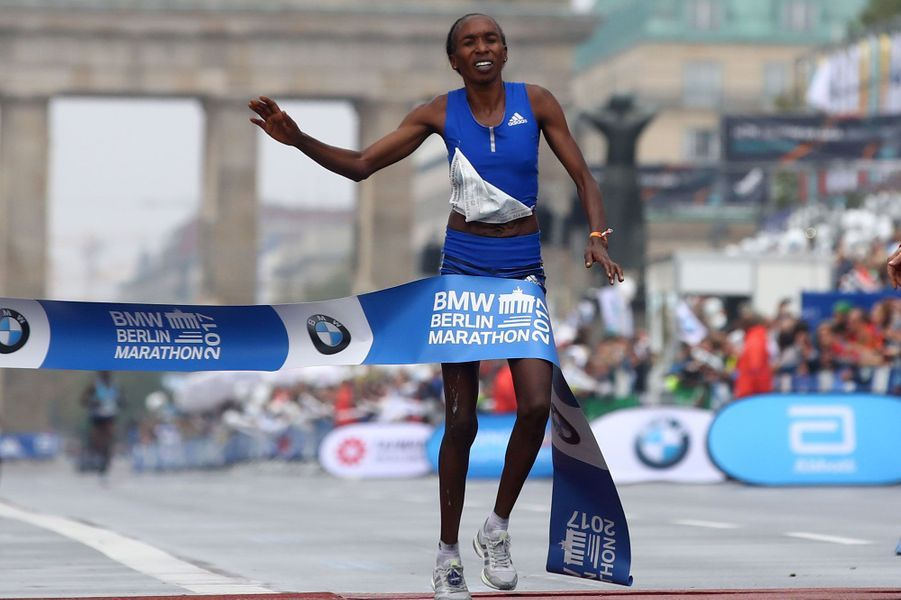 Gladys Cherono Kiprono a remporté le marathon de Paris chez les femmes.
