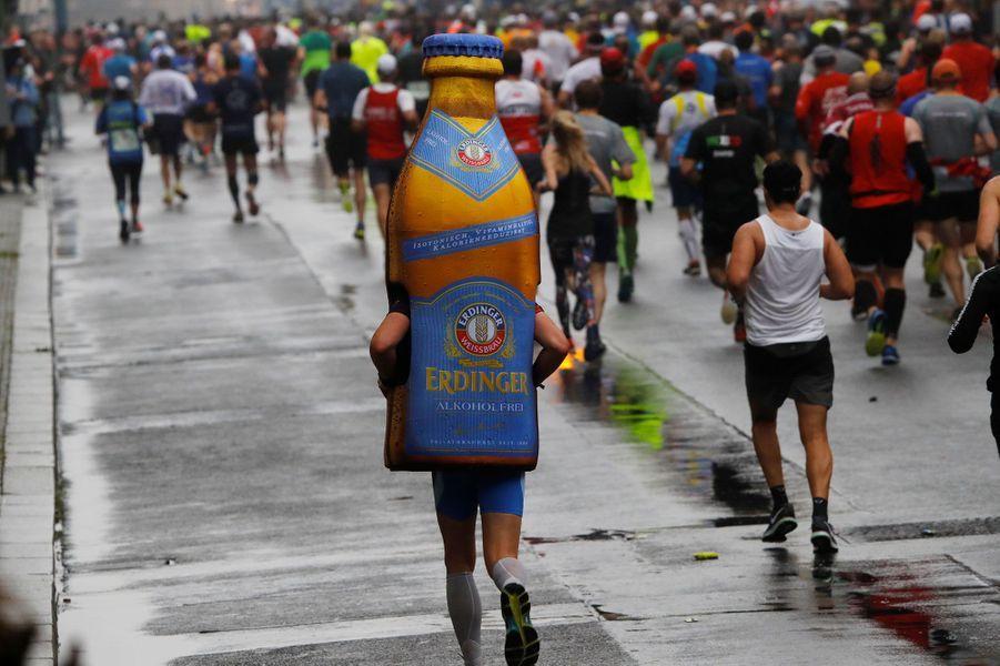 Pendant le marathon de Berlin, sous la pluie.