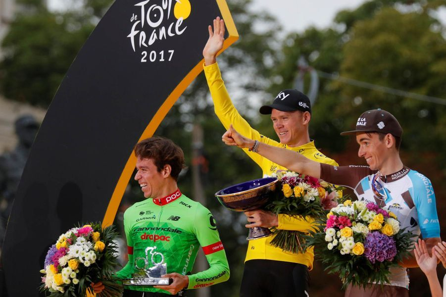Le podium du Tour de France, le Colombien Uran, 2e, le vainqueur du Tour de France Froome et le Français Bardet, 3e.
