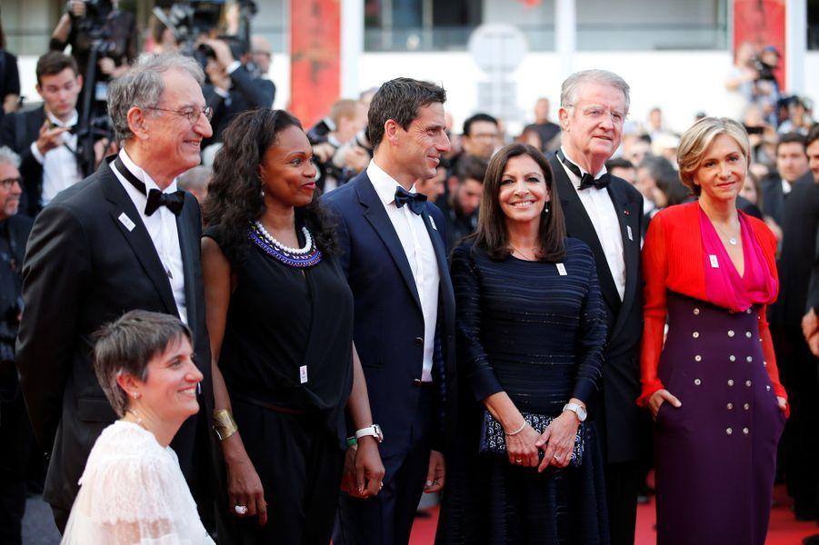 La délégation Paris 2024 sur le tapis rouge cannois (de gauche à droite)Emmanuelle Assman,Denis Masseglia,Laura Flessel,Tony Estanguet,Anne Hidalgo, Bernard Lapasset et Valérie Pécresse.