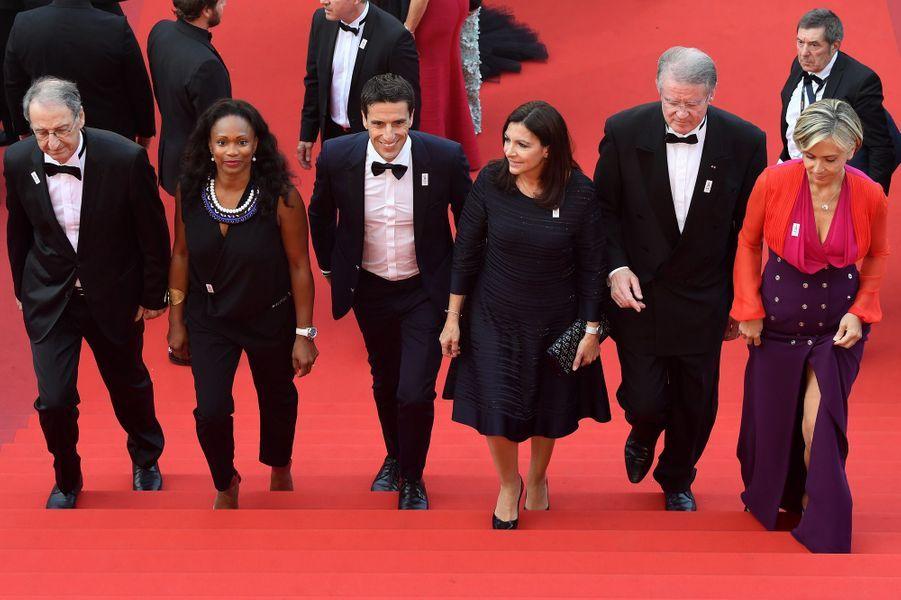 Denis Masseglia, Laura Flessel, Tony Estanguet, Anne Hidalgo,Bernard Lapasset et Valérie Pécresse montent les marches cannoises.