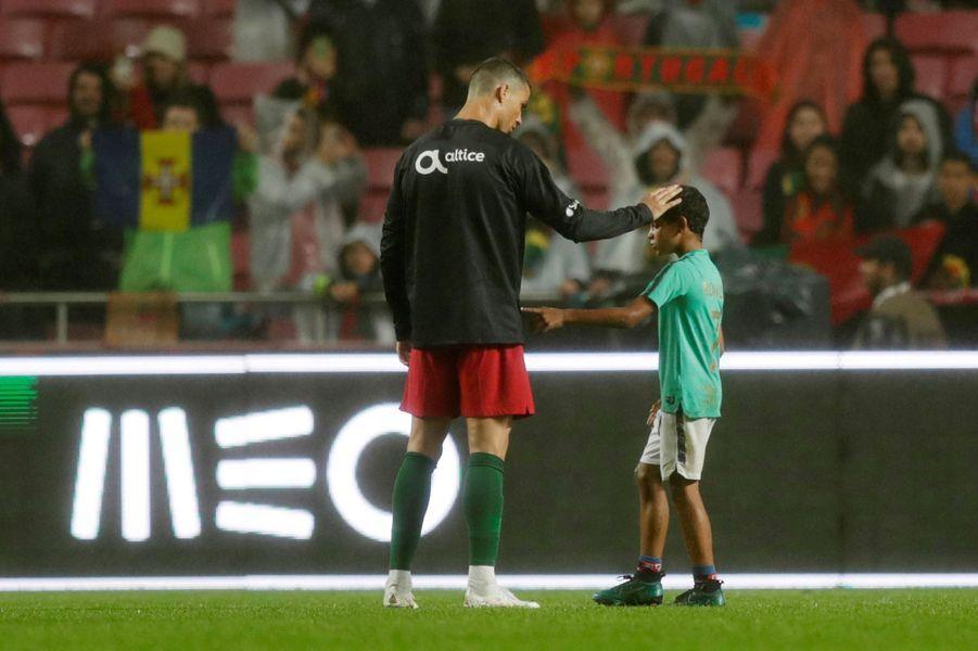 Cristiano Ronaldo et son fils jeudi soir à Lisbonne.