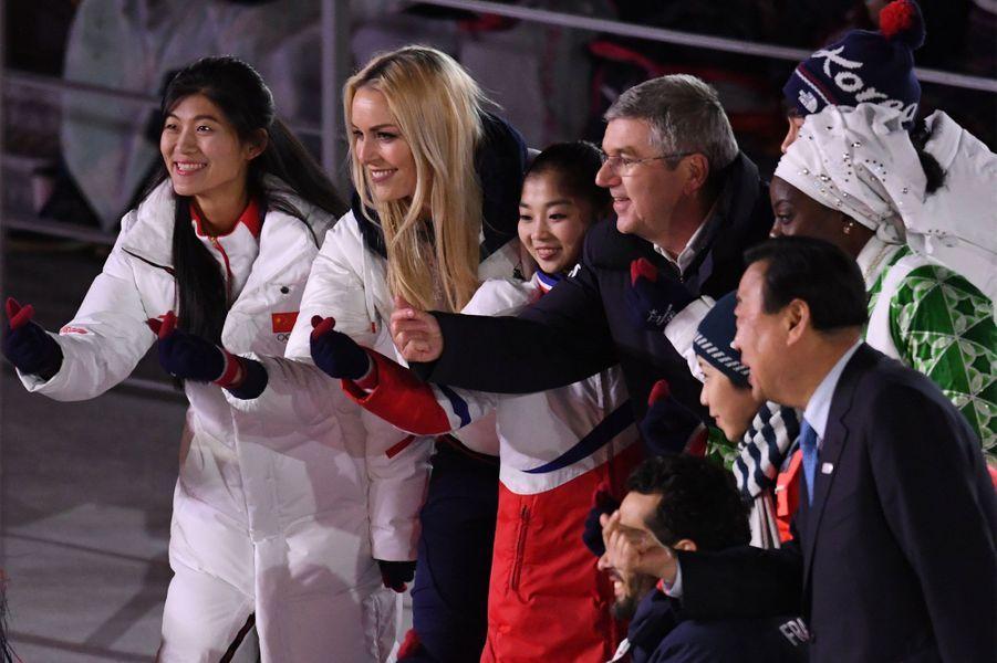 Plusieurs sportifs, dont Martin Fourcade, Lindsey Vonn ou encore Pita Taufatofua ont été invités par Thomas Bach dans le stade olympique pour remercier le peuple coréen.