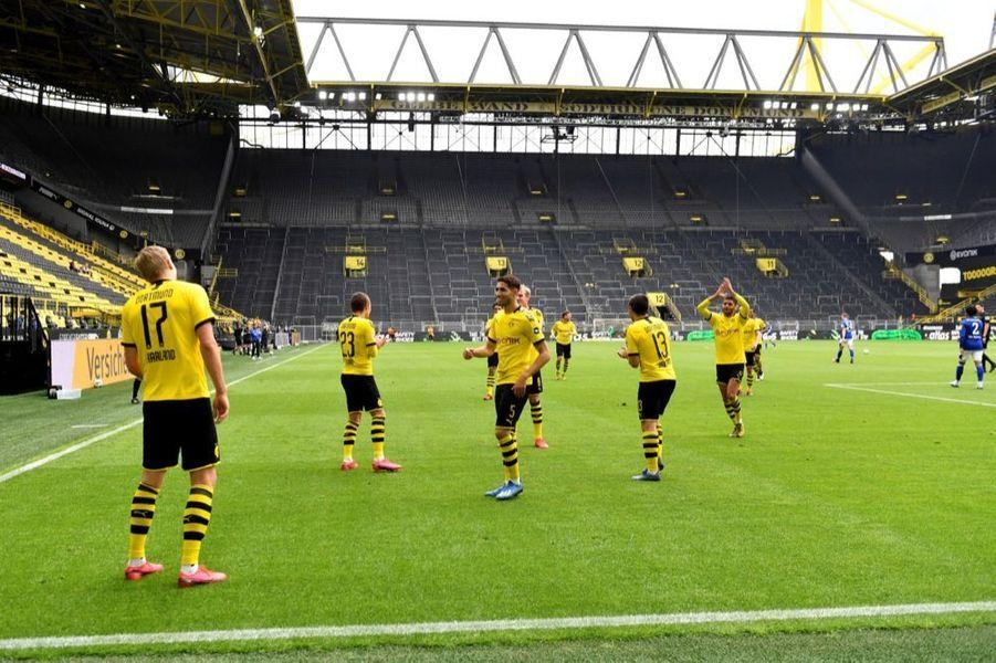 Le match Borussia Dortmund - Schalke 04, à l'occasion de la reprise du championnat allemand de football, samedi 16 mai 2020. La Bundesliga était interrompue depuis63 jours en raison dela crise sanitaire due au covid-19.