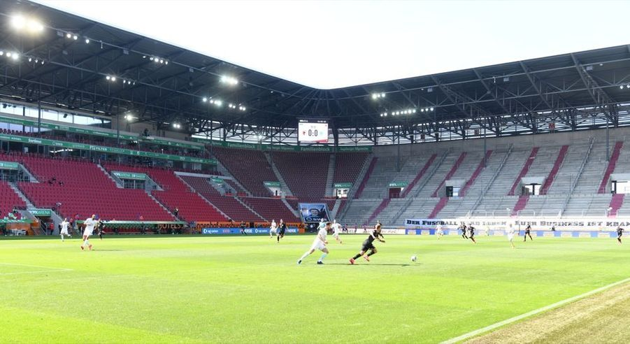 Le match FC Augsburg - VfL Wolfsburg, à l'occasion de la reprise du championnat allemand de football, samedi 16 mai 2020. La Bundesliga était interrompue depuis63 jours en raison dela crise sanitaire due au covid-19.