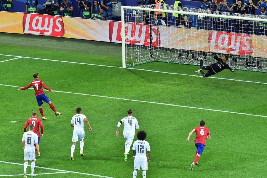 48e: Penalty manqué par Antoine Griezmann