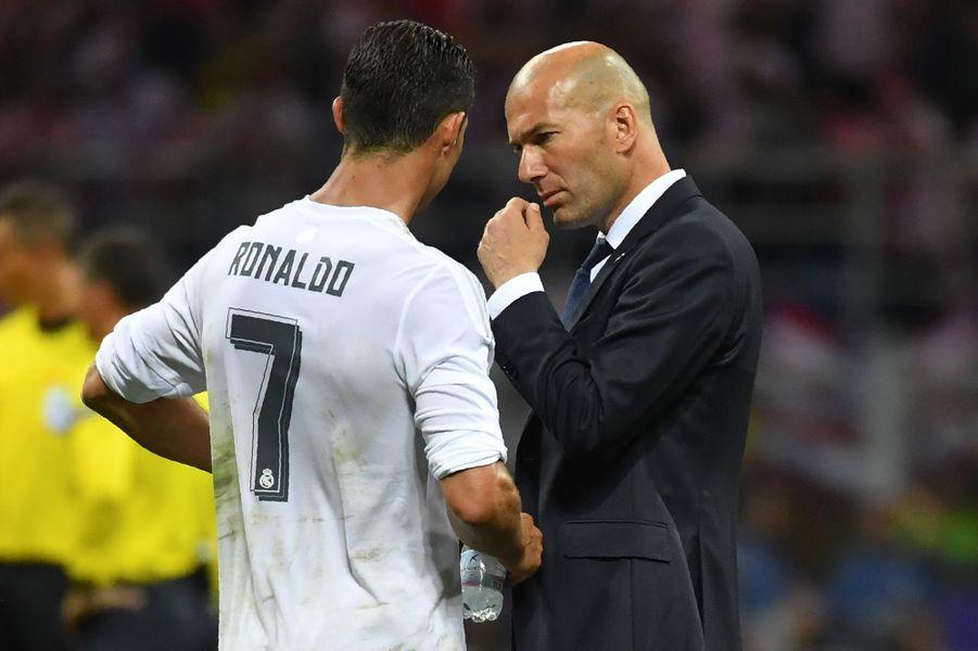 Zizou donne ses consignes à Cristiano Ronaldo