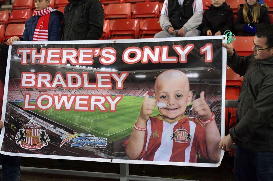 Les fans rendent souvent hommage au petit Bradley.