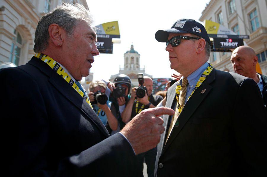 Eddy Merckx et le prince Albert II de Monaco, samedi à Bruxelles, pour le départ du Tour de France.