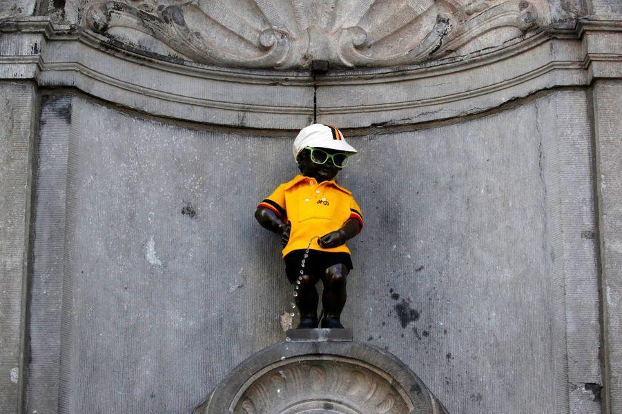 LeManneken Pis a revêtu le maillot jaune, samedi à Bruxelles.