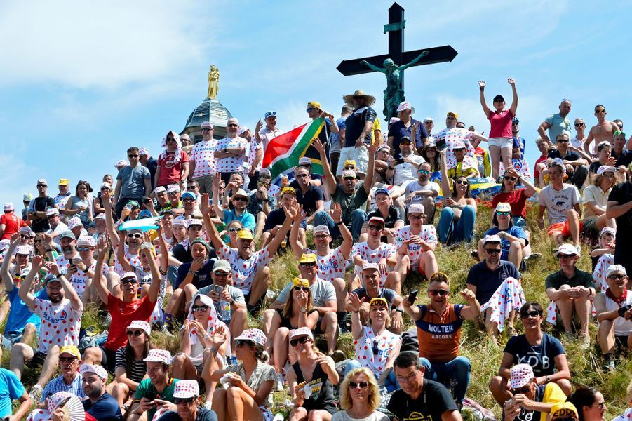 Les spectateurs au niveau du Mur de Grammont, samedi.