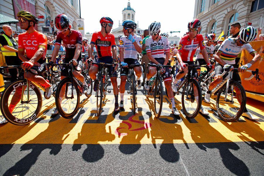 Sur la ligne de départ samedi à Bruxelles : Geraint Thomas, le vainqueur du Tour 2018, est le deuxième en partant de la gauche.