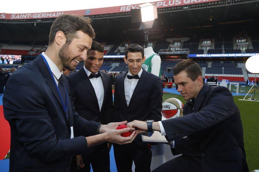 Les joueurs du PSG ensemble au Gala de la Fondation PSG.