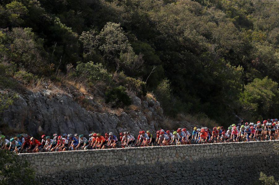 Le peloton lors de l'étape Nîmes - Nîmes le 23 juillet.