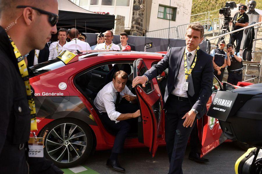 Le président de la République Emmanuel Macron lors de l'étape qui menait au sommet du Tourmalet, le 20 juillet.