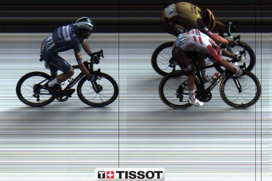 La photo finish a été nécessaire pour désigner Caleb Ewan vainqueur de l'étape Albi - Toulouse, le 17 juillet.
