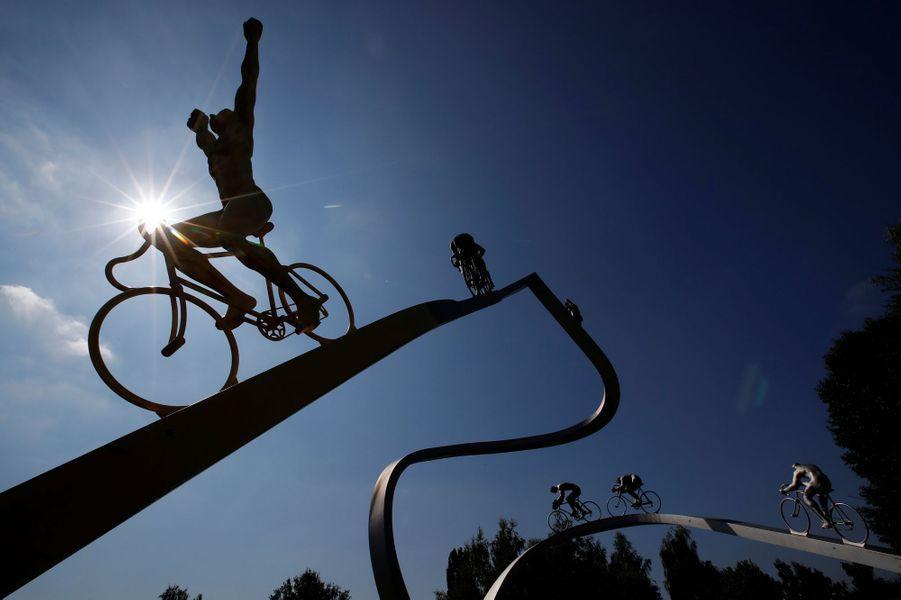 Une sculpture pour célébrer le Tour de France à Pau, le 19 juillet.