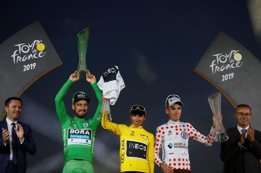 Sagan, Bernal, Bardet sur le podiums du Tour avec leur maillot distinctif, à Paris dimanche 28 juillet.