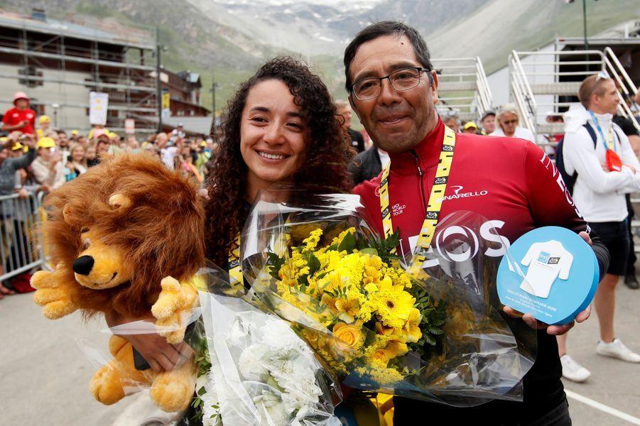Vendredi 26 juillet à Tignes, la petite-amie et le père d'Egan Bernal sont aux anges. Le Colombien endosse le maillot jaune à l'issue de cette étape de légende.