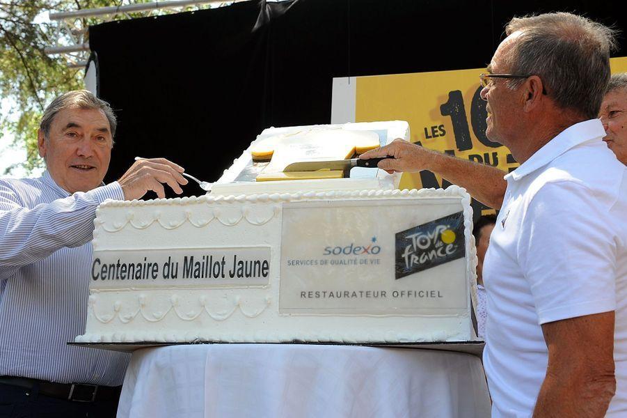 A Pau le 19 juillet, Eddy Merckx et Bernard Hinault fête les 100 ans du maillot jaune.