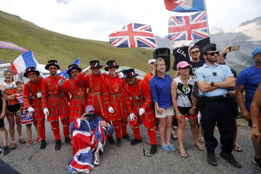 Des spectateurs britanniques sur l'étape entre Embrun et Valloire, le 25 juillet.