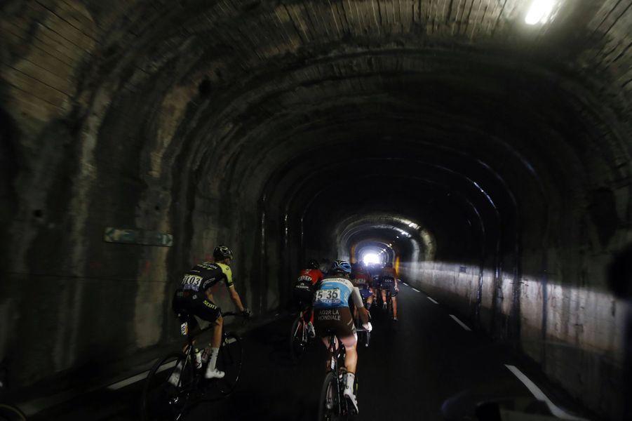 Des coureurs lors de l'étape Embrun - Valloire, le 25 juillet.