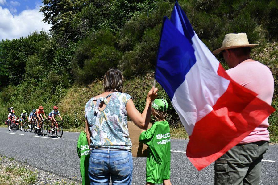 Des spectateurs sur l'étape Saint-Flour - Albi, lundi 15 juillet.