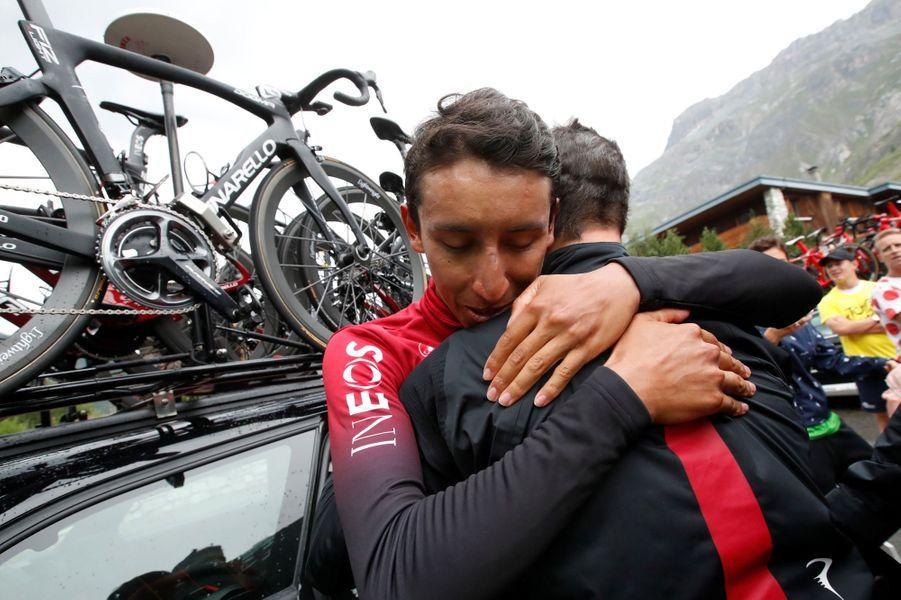 Egan Bernal prend le maillot jaune à l'issue d'une incroyable étape, vendredi 26 juillet.