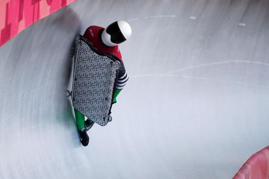 Simidele Adeagbo dans l'épreuve du skeleton.
