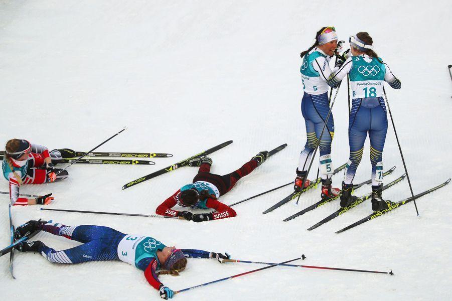 Charlotte Kalla et Ebba Andersson savourent la victoire en Skiathlon.