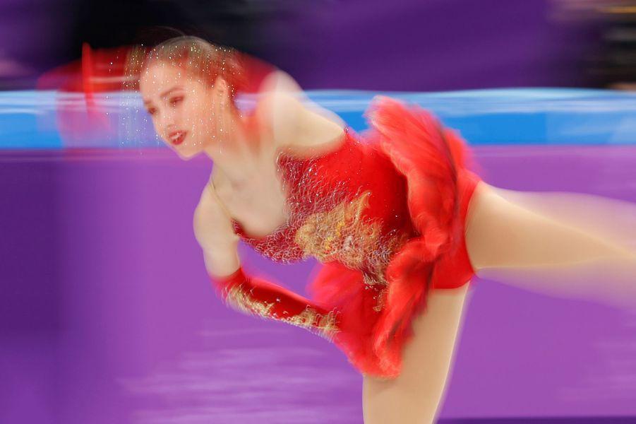 Alina Zagitova lors de l'épreuve de patinage artistique en équipe.