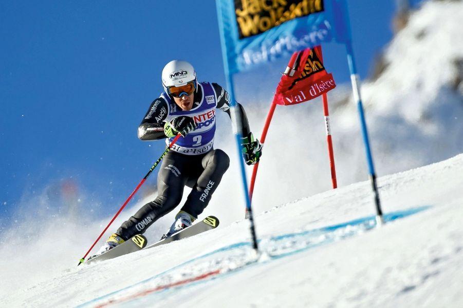 Victor Muffat-Jeandet (27 ans) Né à Aix-les-Bains, il n'était pas prédestiné à devenir un skieur de haut vol. Mais ses parents, médecins, lui font découvrir la glisse à 1 an. A 3 ans, il est déjà autonome sur ses skis. Trois ans plus tard, il se classe régulièrement parmi les meilleurs. A 16 ans, il intègre l'équipe de France. Son secret, le travail. Bosseur acharné, il a dû moduler sa façon de s'entraîner. Ses coachs doivent le tempérer.