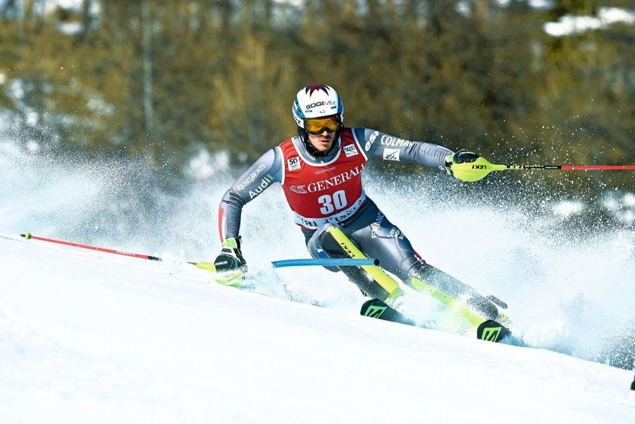 Robin Buffet (25 ans) Bien qu'il ait le même âge qu'Alexis Pinturault, c'est une nouvelle étoile dans la galaxie France. Il a commencé à skier tout seul sur les pentes qui dominent le restaurant d'altitude tenu par sa mère à La Clusaz. Artiste du slalom, qui demande de la précision, de l'intensité et la capacité d'analyser les choses très rapidement, il doit maintenant faire preuve d'un nouveau talent: dénicher d'autres sponsors.