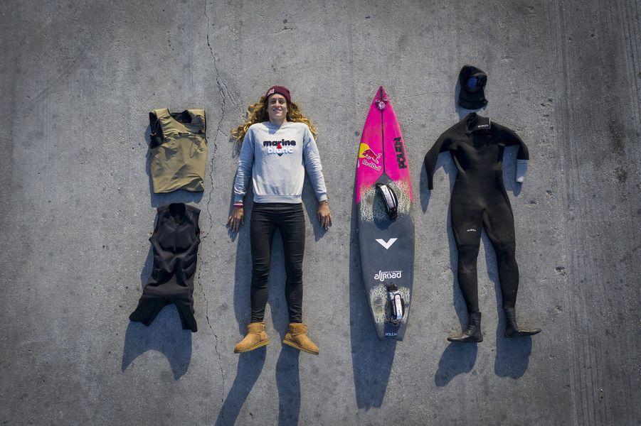 Justin Dupont, à Nazaré le 20 novembre, lors d'une session surf. Elle défie des vagues de 20 mètres avec une facilité déconcertante.