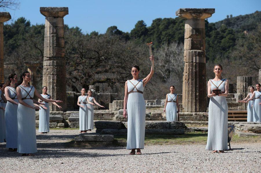 Malgré le coronavirus, la flamme olympique s'allume en Grèce