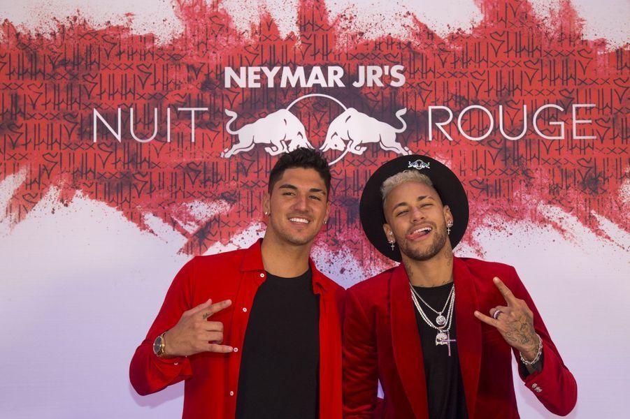 Neymar et le surfeur Gabriel Medina