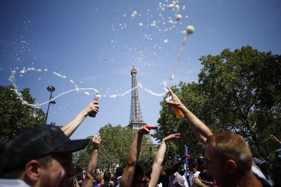 Mondial : La Fièvre Monte, Le Champ de Mars Pris D'assaut ( 1
