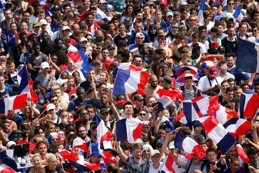 Mondial : La Fièvre Monte, Le Champ de Mars Pris D'assaut ( 12