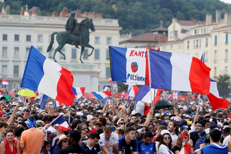 Mondial : La Fièvre Monte, Le Champ de Mars Pris D'assaut ( 15